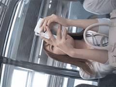 電車座席で見つけた可愛い子の後をつけて盗撮してると思われる映像を入手!パンツ逆さ撮りあり!