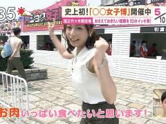 【エロ画像】ブラ紐が見えたアナウンサー・アイドル・シロウトの放送事故えろ画像30枚