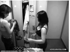 【更衣室】会社のロッカールームで着替えをしているOL二人を本物盗撮しました!これはやばいやつですね。