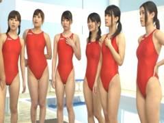 プールサイドで女子部員の生着替えを見てフル勃起したらみんながチンポに群がってきてハーレムセックス!