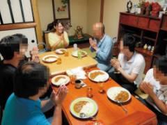 本田莉子 2泊3日で大家族のお母さんに挑戦企画で家族全員イカセちゃう美巨乳エロボディなお姉さん