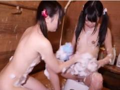 ロリ系の可愛いパイパン女子たちがお風呂で相互オナニー
