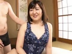 むっちりボディの初撮り四十路妻がプロ男優の本気突きに大声で喘ぐ! 桐谷園子