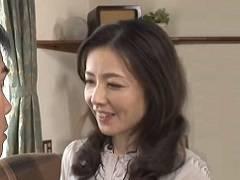 成田あゆみ 美しいおばさんが甥っ子に告白されて発情!四十路美熟女の熱く燃える激イキセックス