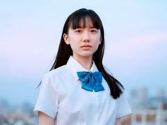 お胸が膨らみ始めた芦田愛菜(13)の制服姿に不謹慎な勃起者続出
