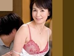 父が風呂に入ると速攻で六十路の高齢熟女母を抱く息子! 内原美智子