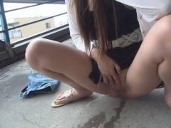 室内、野外と問わず放尿してる変態女のエロ画像20枚
