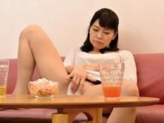 山口寿恵 白山葉子 お母さんを酔わせてセックスに持ち込む近親相姦!?胸チラする巨乳母が酔っぱらった挙げ句に!