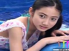 【美少女】あどけなさと大人びた表情が楽しめる清純系美少女のイメージビデオ