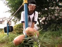 「前回りできる?」鉄棒少女に肉棒を見せつける変態が公園デビュー