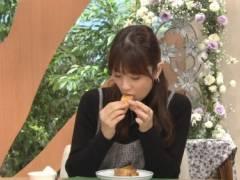 小倉優子のエロい擬似フェラチオ食べ顔キャプ!