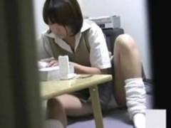 妹のひとりエッチを隠し撮り。慣れた手つきでハードに弄るオナ猿女子高生!