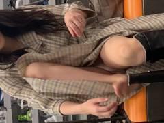 街で撮られたお姉さんのお尻、Pライン、脚、太もも、生パンツまで、エロい下半身の画像まとめ!