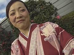 南澤ゆりえ 和服が似合う四十路の巨乳妻とハメ撮りセックスでたっぷり中出し!