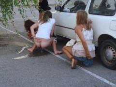 【素人】女の子同士の「連れション」男友達に撮影され晒される。。(画像あり)