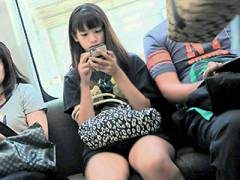 電車の中、無防備でエ□い下半身してる女さんを盗撮したと思われる画像まとめ!パ●チラもあり!