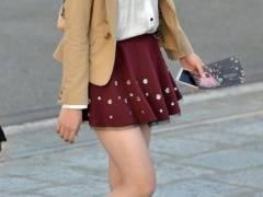 ナマ脚なんてエロい目でしか見れないだろwwww ミニスカ穿いてる素人女子の太ももを街中でこっそり撮影wwww