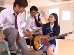 【えんじょ交際動画】軽音部の女子校生が新しいギターを買う為にクラスメイトと割り切りエッチ!