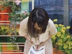 【女子アナ】TVでお辞儀してユッルユルの胸元が丸見えになった瞬間がコレwwwwww(40枚)