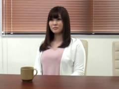 パチンコ店社員の22歳 神谷 美桜 柔らかな笑顔とはち切れんばかりのおっぱいで男を惑わす美少女を素人男性宅にデリバリー