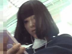 電車のホームと座席で見つけた可愛いJKさん2人をつけ回してパンツ逆さ撮りしてる映像を入手!