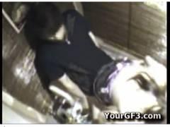【個人撮影】居酒屋の便所でセックスしてる泥酔したバカップル!