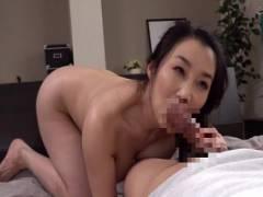 桐島美奈子 娘夫婦のために中出し代理出産の巨乳熟女母がだんだん感じちゃって婿のチンコをおねだりセックス