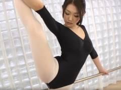 【無修正】体操のお姉さんがSEXでハメ倒されて口内射精&顔面射精♪水嶋あずみ