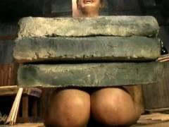 【SMエロ】地獄の「石抱き拷問」とかいう理解できないプレイ・・・(33枚)