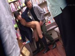 あべみかこ ツインテールの制服少女を本屋で羞恥プレイ!つるぴかパイパンおまんこに大量放出!
