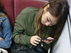 電車内でエロい太ももや足組んでる女さんをスマホでこそ撮りしたと思われる画像まとめ→46枚!