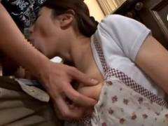 義理のお母さんの巨乳にムラムラしちゃった息子が思わずパコ 篠田あゆみ