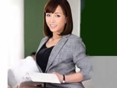 五十路女教師が男子生徒と付き合っててトイレや保健室でSEXしまくる! 及川里香子