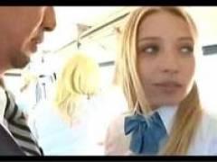間違って女子校の通学バスに乗った結果… ブロンド娘が揺れる振動にあわせてキスしてきたからそのまま中田氏してしまった
