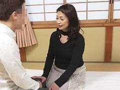 人気のぽっちゃり六十路熟女が素人男性を筆おろし! 遠田恵未