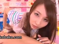 希崎ジェシカ 人気AV女優達の主観乳首舐め生フェラと手コキで暴発!