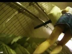 【パンチラ】ギャルのお姉さんを階段から本屋まで追跡して本物盗撮!