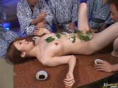 【巨乳】Eカップ巨乳大橋未久ちゃんの豪華女体盛り食べて大乱交パーティー!
