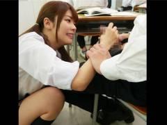[伊東ちなみ]弟の教室に忍び込んで手コキでイタズラする小悪魔JKのお姉ちゃん!