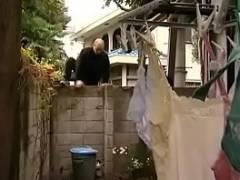 【熟年 カップル デート】下着泥棒にオナニーを見られてしまった五十路のお母さんが犯される!