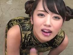 【エロ動画】チャイナ服の女の子が男たちのザーメンを次々飲み干します!