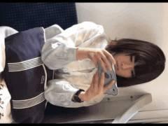 ソシャゲに夢中で下半身隙だらけの可愛い女さん、電車内→駅歩きまでガッツリとパンツ逆さ撮り!