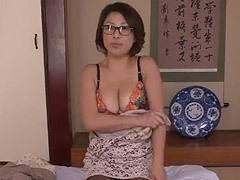 五十嵐しのぶ 眼鏡を掛けた巨乳おばさんに特化したエロ動画!