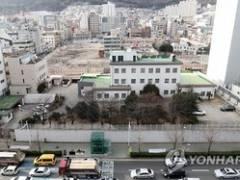 【速報】韓国警察、日本領事館に韓国人の侵入を許す失態を犯した結果!⇒敷地内で自殺を許した模様...