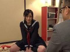 【鈴原エミリ】駆け落ちした母の代わりに泣きながら無理やり父を慰めさせられる制服JK美少女