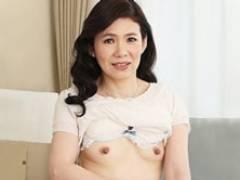 色白で容姿端麗な完熟五十路母が息子の性処理の道具と化し中出し母子交尾! 草間美咲