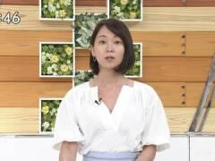 TBS出水麻衣アナ、ユルめな胸元でお辞儀をしてしまう。