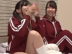 あべみかこ 真田みづ稀 修学旅行中にジャージ姿の美少女JK達とハーレム状態突入の童貞男子