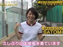 佐藤美希さん、体操着で逆上がり。