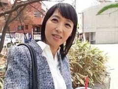 五十路の美熟女に若者を優しく母性満々で筆おろししちゃう! 安野由美